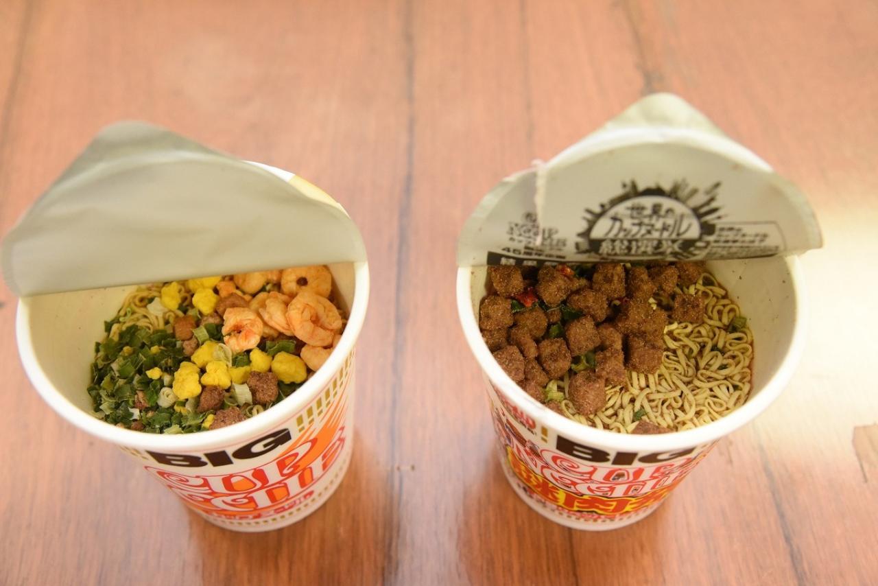 画像2: 「カップヌードルビッグ」と「謎肉祭」の肉の量を比較
