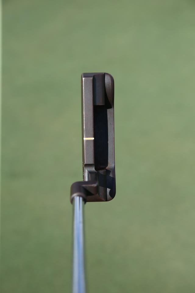 """画像: ジョーダン・スピースの実使用モデル「009プロトタイプ」。角が丸い""""アンサー""""タイプ"""