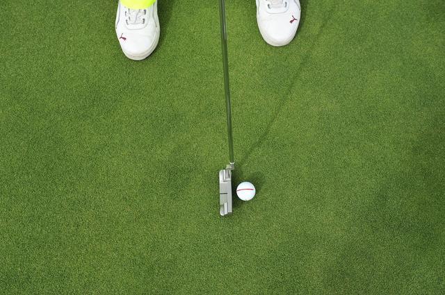 画像: スクェアにボールをとらえると 順回転 でキレイに転がる