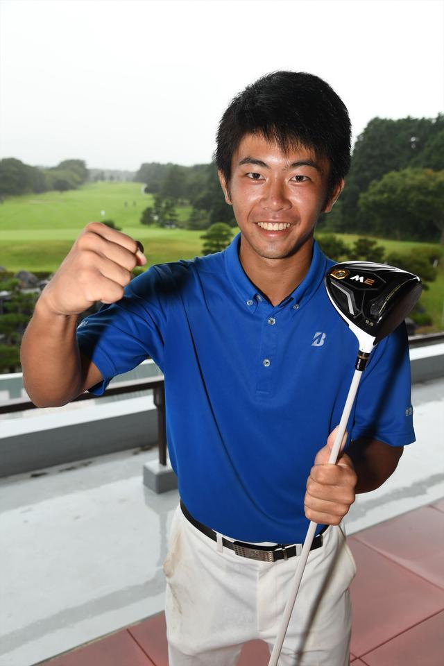 画像: 小沢玲央は大会中に行ったドラコンで305ヤードを記録。ドライビングレンジの芝は長く、ほぼキャリーのみでこの飛距離