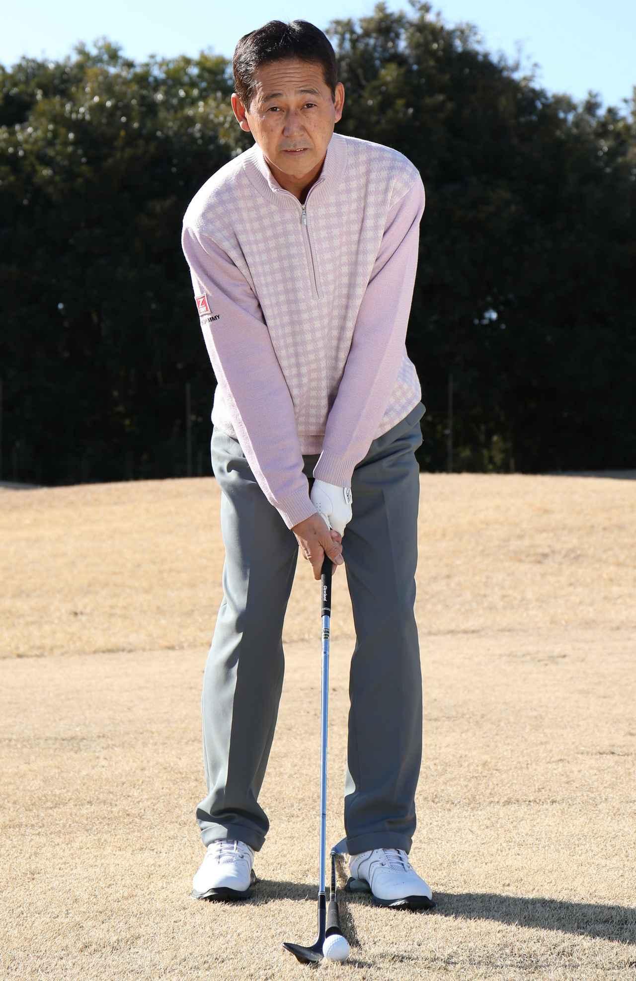画像: 左へ振るには、球は左足かかと線上にセットしよう