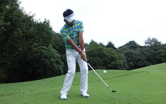画像: 【動画】やわらかいアプローチはSWでゆっくり大きく振る! - みんなのゴルフダイジェスト