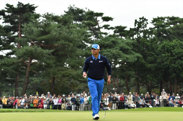 画像: グリーンを外しても寄せる。たとえ寄らなくてもパットをねじ込む。粘りのゴルフは、さすが世界の松山