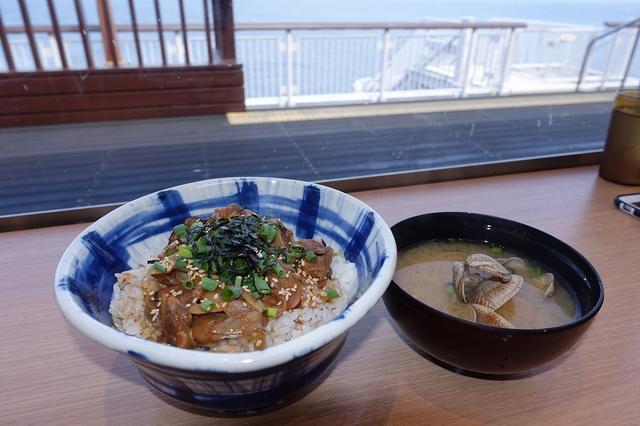 画像: 海を眺めながら食べよう