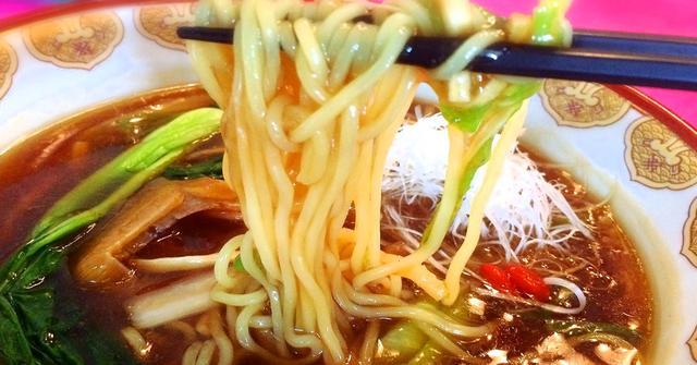画像: あんかけスープが麺とよく絡む