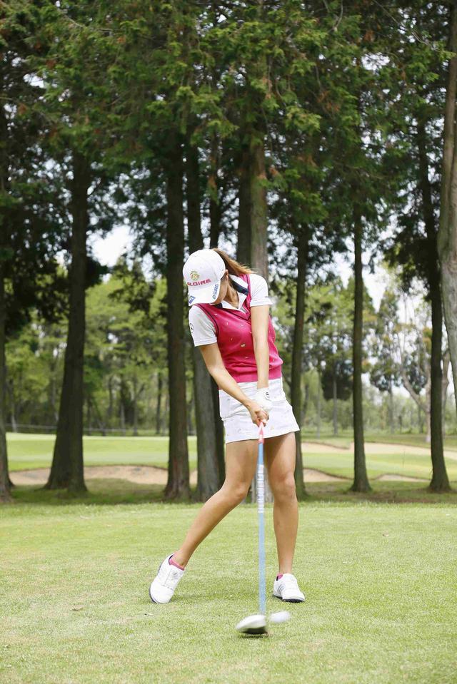 画像: しっかりとインンパクトに力が伝わる左腕とクラブの直線