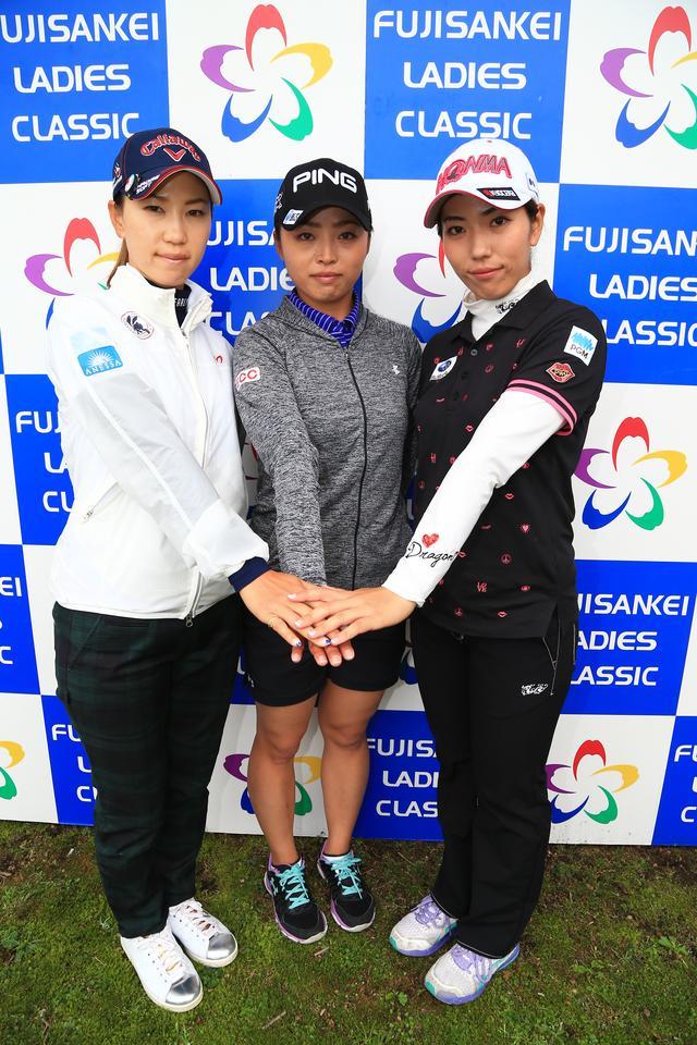画像: 熊本地震直後の大会となったフジサンケイレディースにて。熊本出身の上田桃子(左)、一ノ瀬優希(中)と。笠は2位タイと健闘した