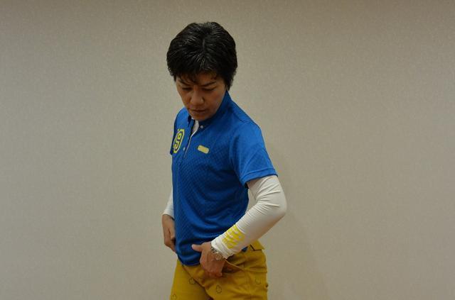 画像: 股関節の上で回転するイメージ