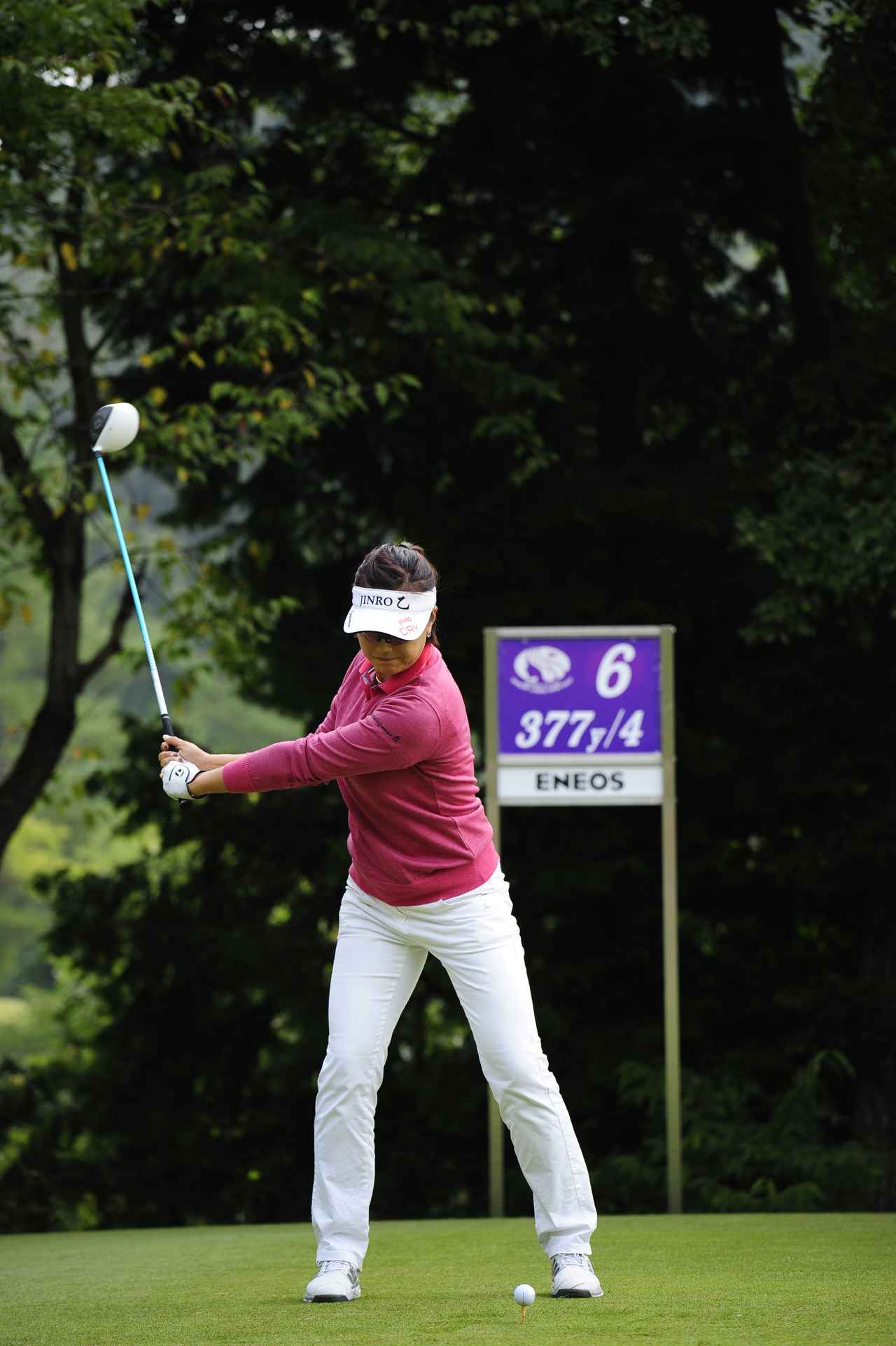 画像: 左腕とクラブが90度になる位置がコックのタイミングの一つの目安