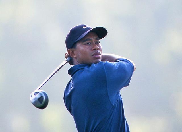 画像: 01年、全米プロでのタイガー・ウッズ。タイガーの出現で、ゴルフ界はパワーゴルフの時代に突入した