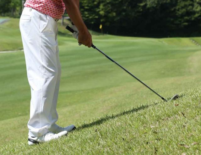 画像: スライサーの定位置・つま先上がりを攻略する「3つの約束」 - みんなのゴルフダイジェスト
