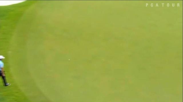 画像2: ラフからのショットが一直線にカップへ