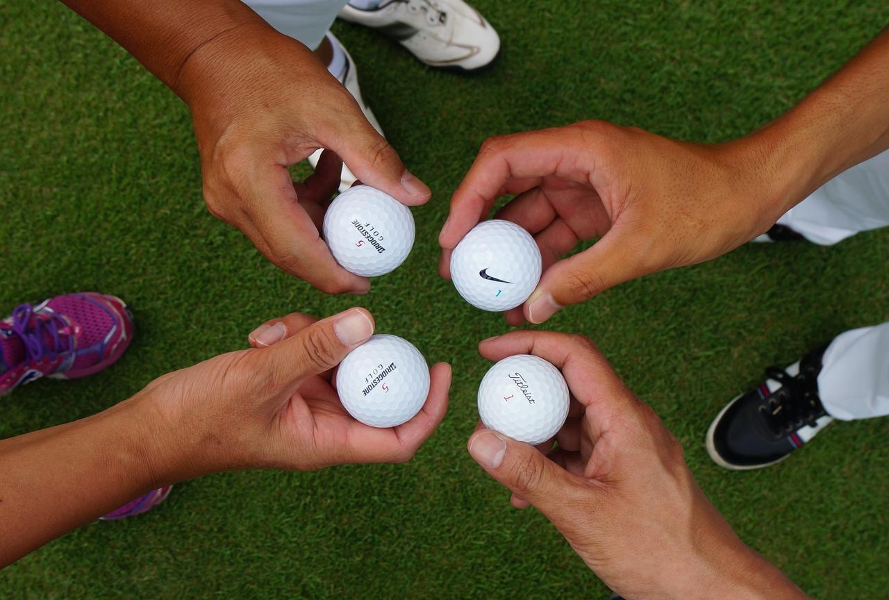 画像: 「しまった、誤球!」ボールにマーク、入れましょう【マナー講座】 - みんなのゴルフダイジェスト