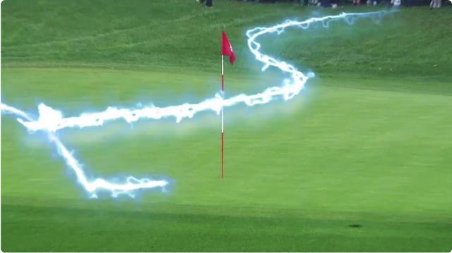 画像: 彼が打つとグリーン上に電光のようなものが走る