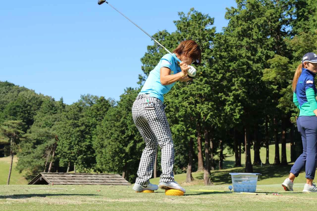 画像: これって僕らもマネできる? 穴井詩の「バランス練」 - みんなのゴルフダイジェスト