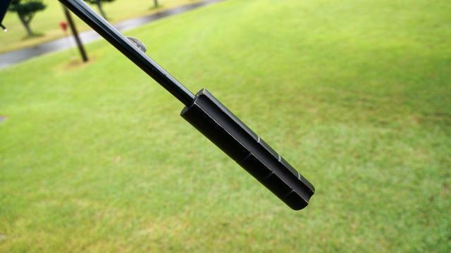 画像: なるほど〜! 傘の柄についてる溝の使い方、知ってる? - みんなのゴルフダイジェスト