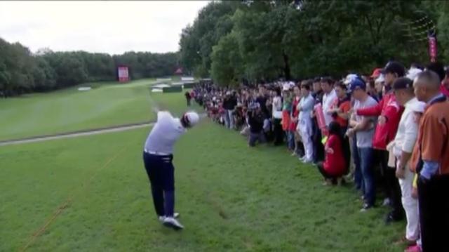 画像2: ラフから振り抜いた打球は、ピンそば1メートルに