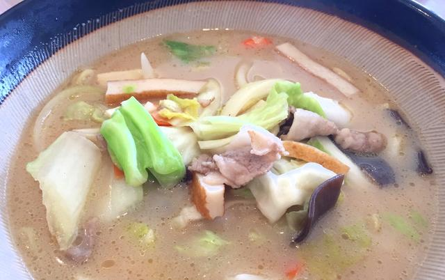 画像: スープはあっさりで具だくさん