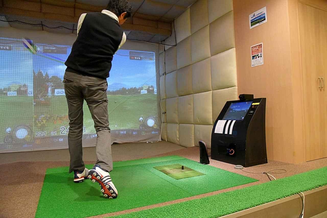 画像: ドライビングレンジ日比谷のゴルフシュミレーター。T2センサーにより正確なスピン量の測定が可能