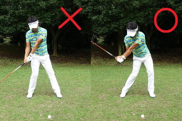 画像: 右足に重心が残ったままではなく(写真左)、しっかり左に踏み込んでからダウンスウィングに入ると、コックもほどけず、体も開かない(写真右)