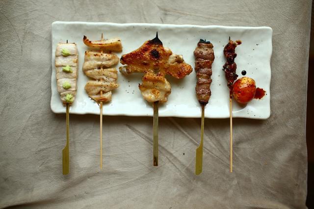 画像: 焼き鳥屋に来たら積極的に手羽先を食べよう