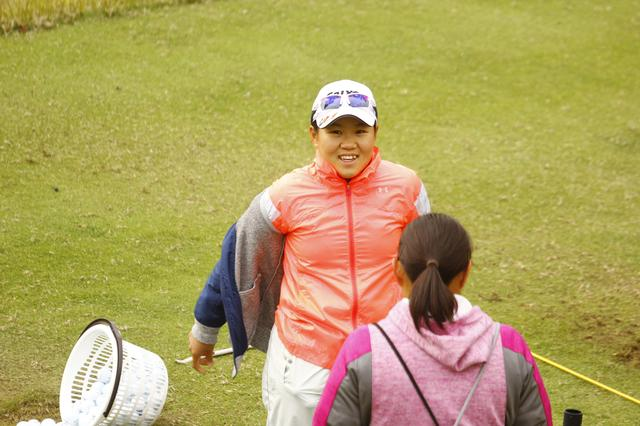 画像: プロデビュー! 畑岡奈紗の「最初の一振り」 - みんなのゴルフダイジェスト