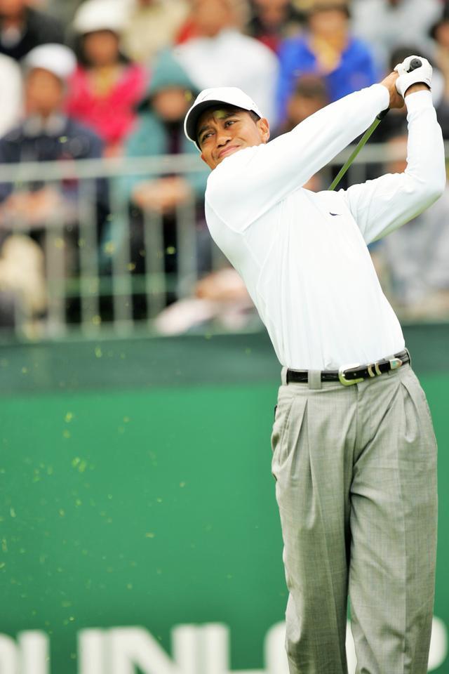画像: 2004年「ダンロップフェニックス」は、タイガーが2位と8打差をつけるぶっちぎりの勝利だった。