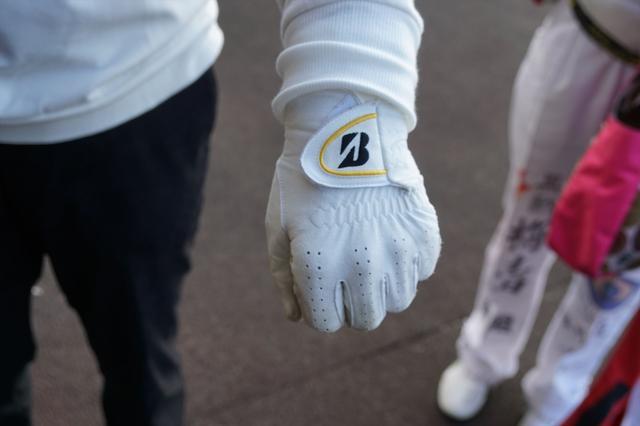 画像: 契約しているブリヂストンゴルフの全天候用グローブ