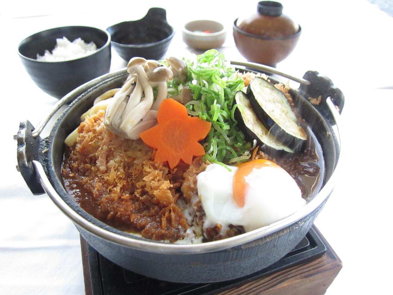 画像: 味噌カツ鍋御膳。提供地域は千葉県・神奈川県・静岡県・茨城県