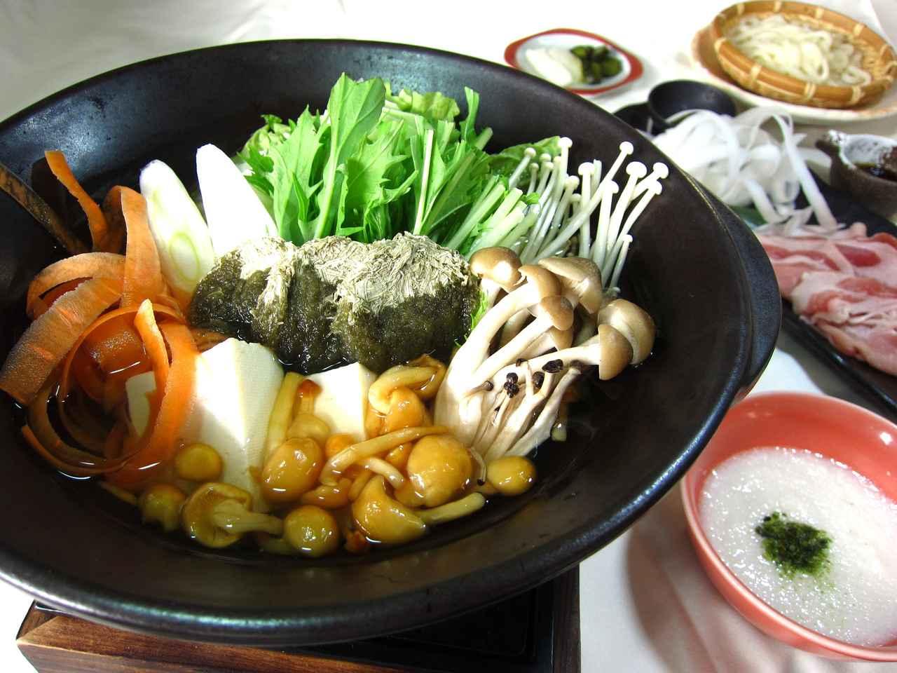画像: 火にかけ、アツアツの状態で食べられる。提供地域は宮城県 ・新潟県・福島県・栃木県