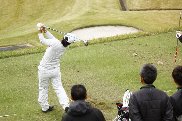 画像: まだクラブ契約していない畑岡奈紗プロ、練習場でなにを打ってるの? - みんなのゴルフダイジェスト