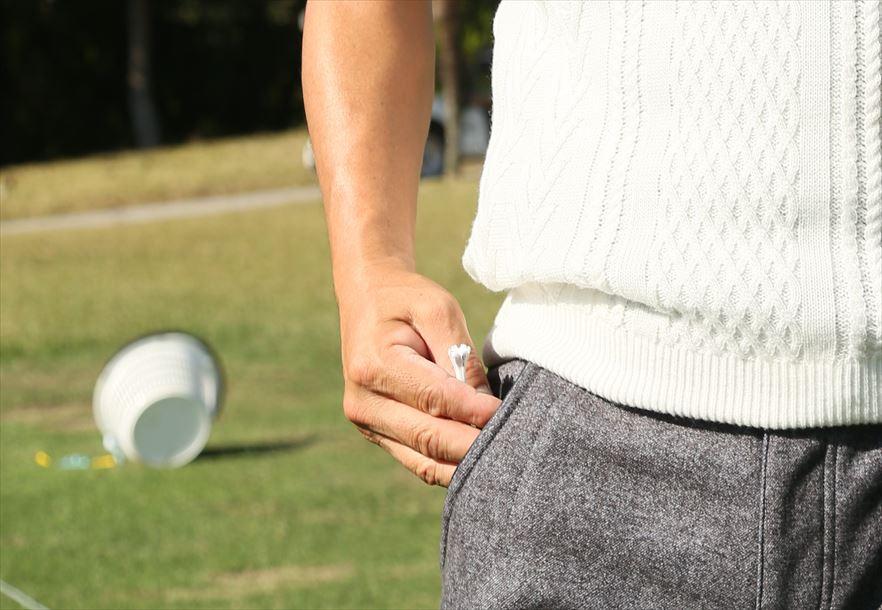 画像: 白いティで危険を察知⁉︎  深堀圭一郎の「プロ小物」 - みんなのゴルフダイジェスト