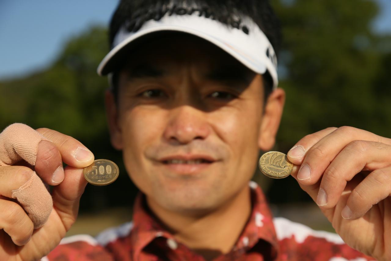 画像: ニュージーランドの2ドルコインは大きさ、厚み、色も気に入っている