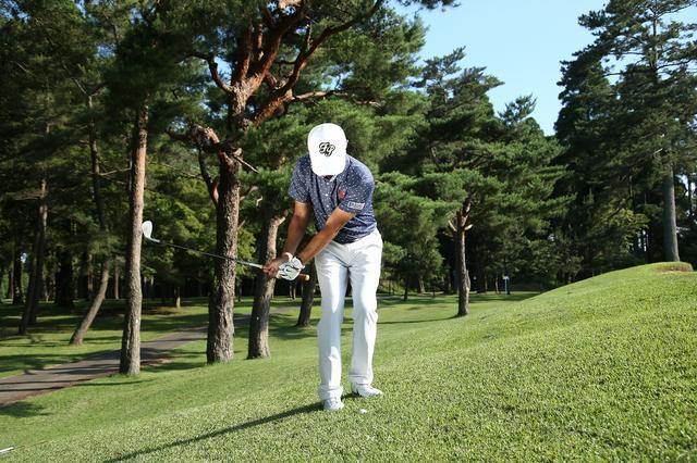 画像: 意外とムズい「左足上がり」は、球を拾う感覚で打とう - みんなのゴルフダイジェスト