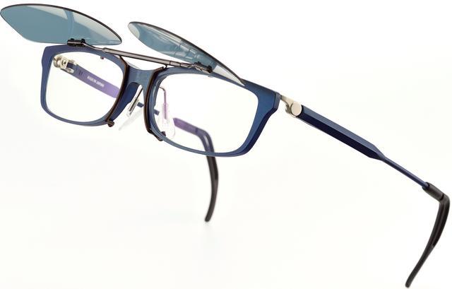 画像1: 朝日も夕日もどんとこい。メガネが指1本でサングラスに