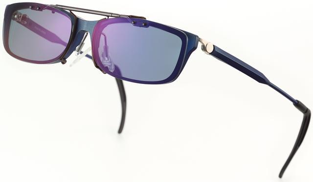 画像2: 朝日も夕日もどんとこい。メガネが指1本でサングラスに
