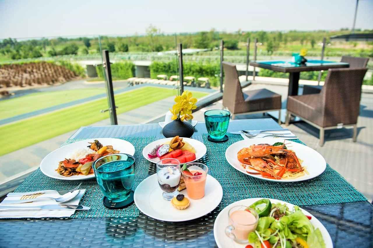 画像: 料理はもちろん絶品タイ料理(写真は公式サイトから引用で、このメニューが出るとは限りません) www.nikantigolfclub.com