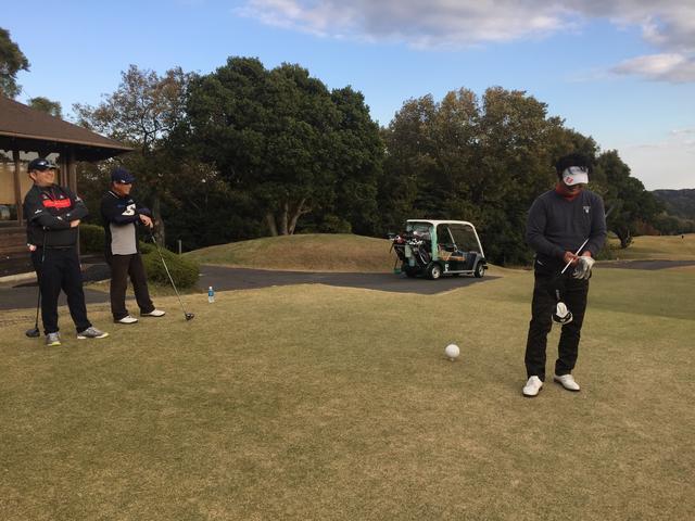 画像: 「自分の番」で即、打てる⁉︎【ティグランドのマナー講座】 - みんなのゴルフダイジェスト