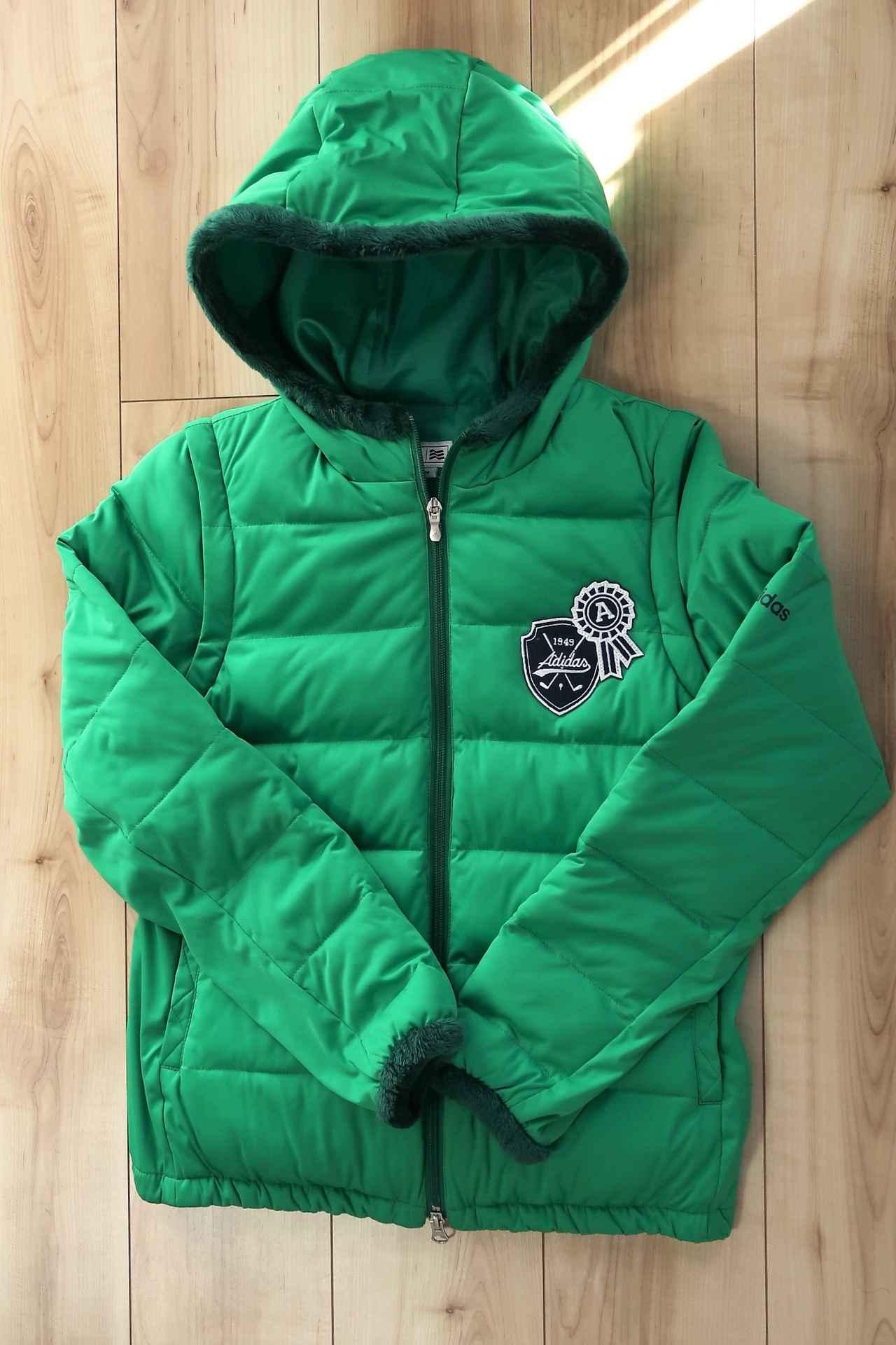 画像: 鮮やかな緑色が冬のコースに映えます
