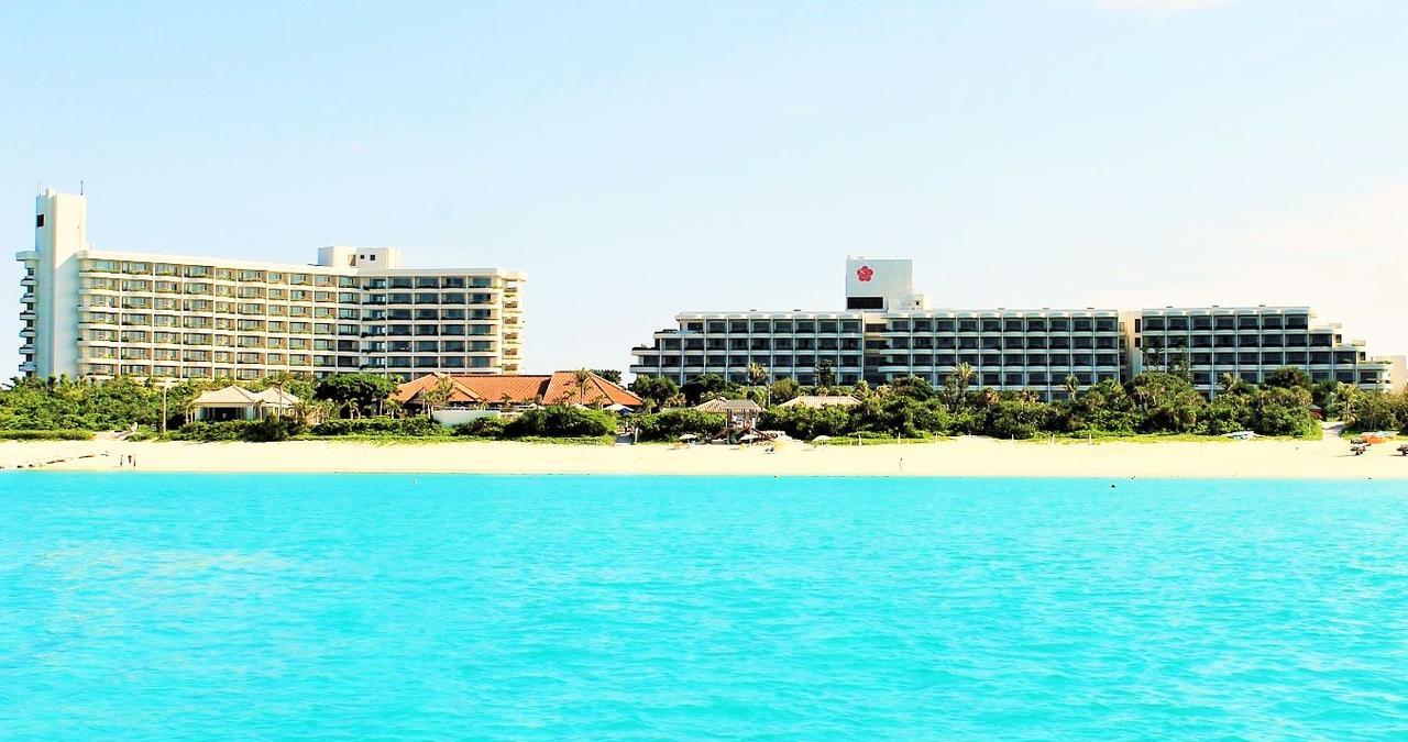 画像: 宮古島東急ホテル&リゾーツは、エメラルドコーストGLから車で5分の場所にある