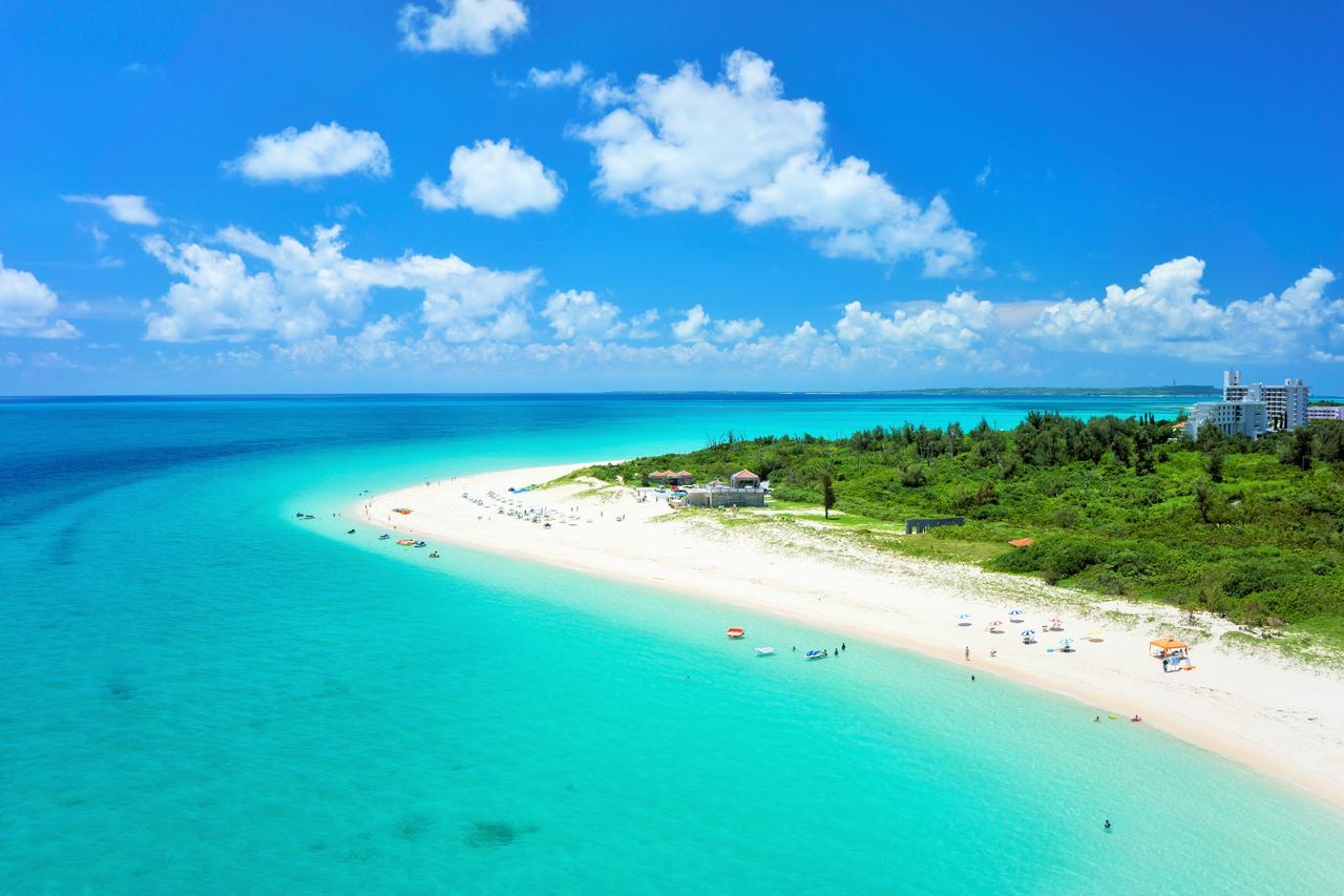 画像: 東洋一美しいと言われる与那覇前浜ビーチ