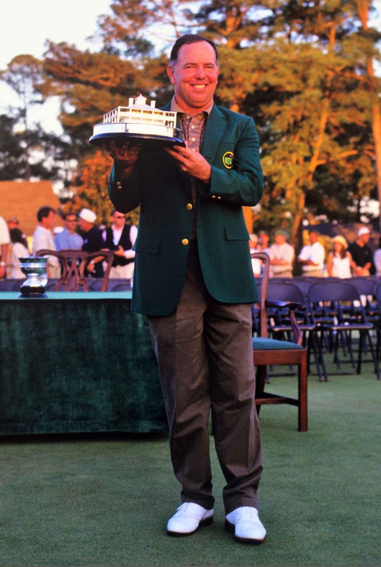 画像: 1998年「マスターズ」で41歳にして悲願のメジャー初制覇を果たしたオメーラ。タイガーの親友としても有名