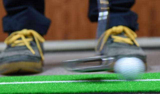 画像: 大学教授がまた大発見! 下りのパットは「1センチ」テークバックで打つと、入ります - みんなのゴルフダイジェスト