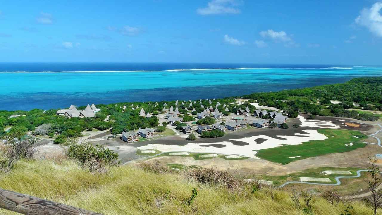 画像: デヴァゴルフはピート・ダイ設計で技巧的なコースとなっている www.sheratonnewcaledoniadeva.com