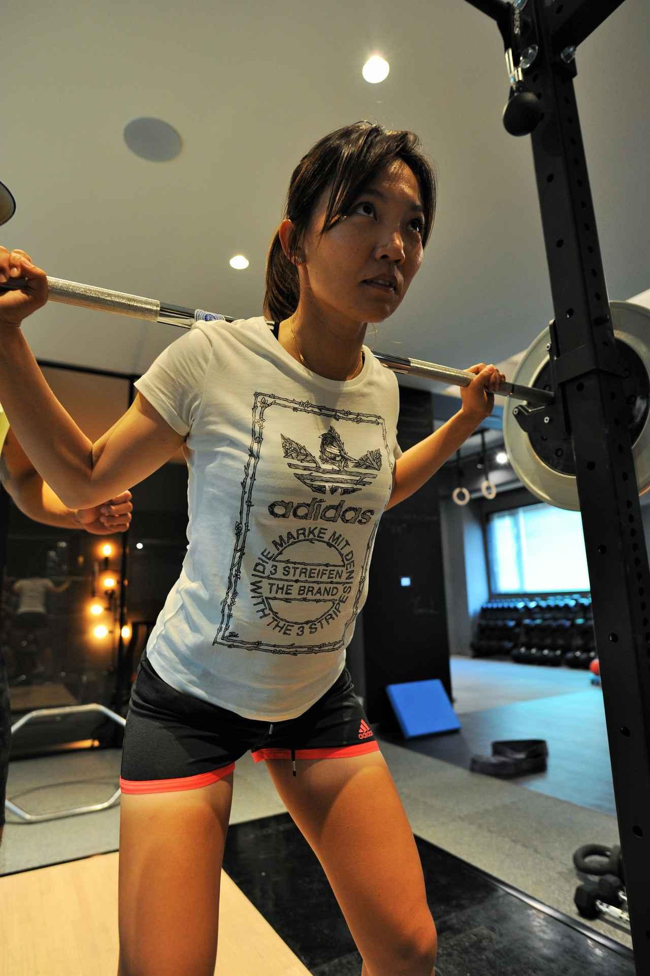 画像: ジムで鍛えることで体力面だけでなく精神面も鍛えることができると、テレサ・ルーは話す