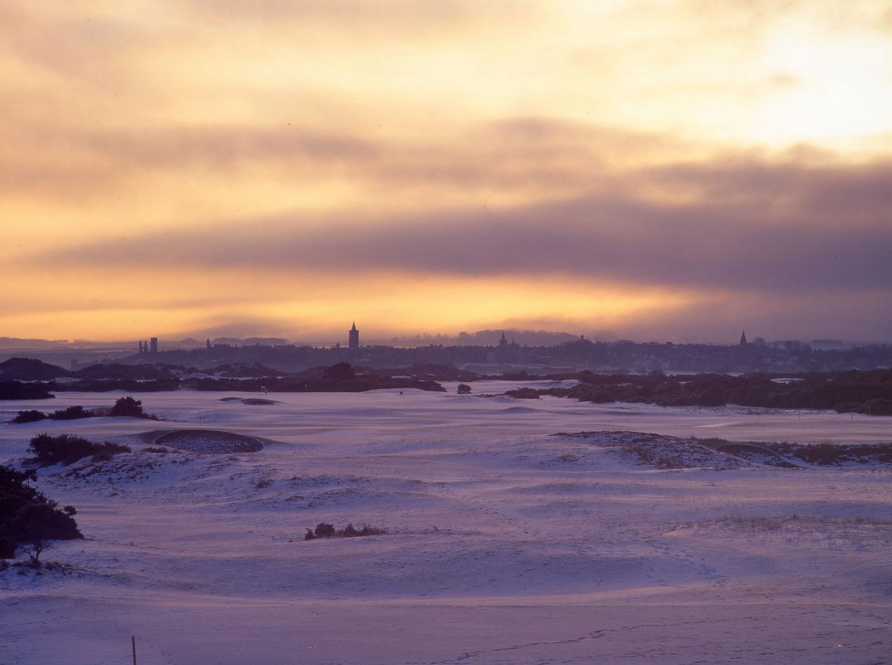 画像: 朝陽がオールドコースを美しく照らす。9番ホールから撮影した一枚