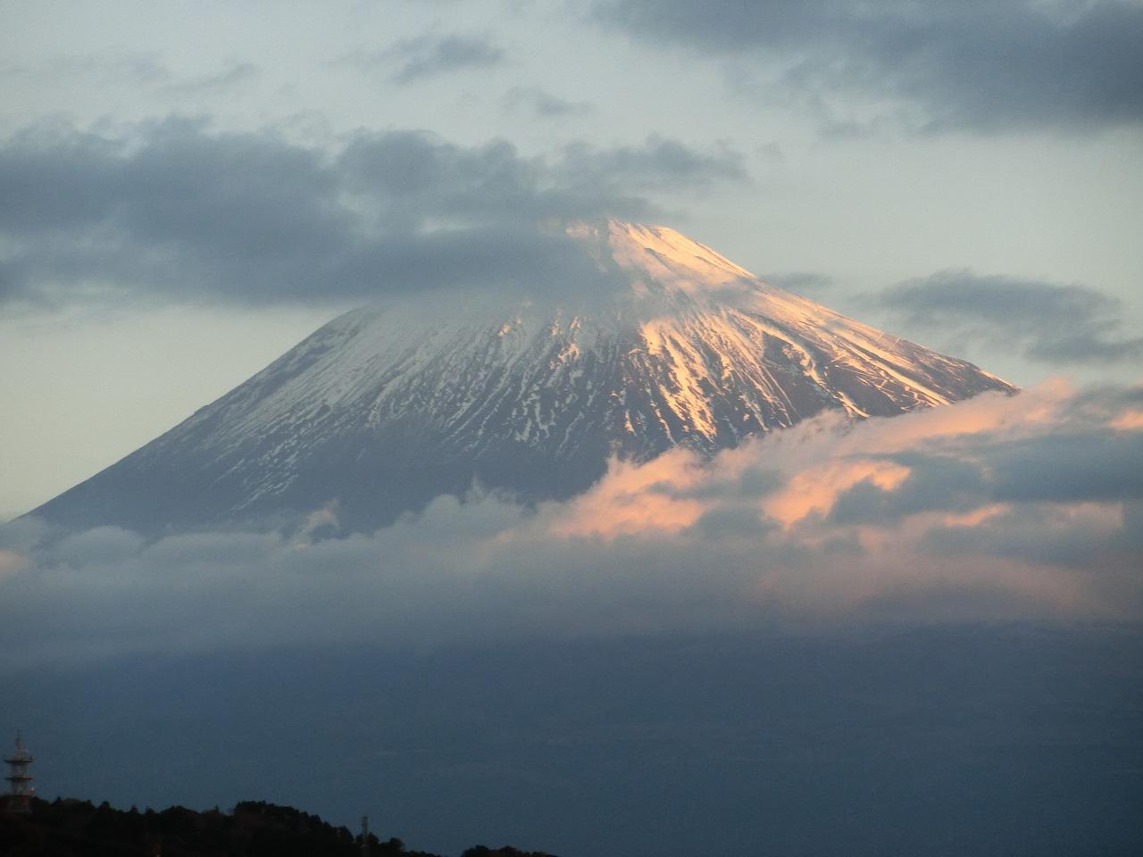 画像: 展望台からは富士山の稜線が確認できるほど、よく見える