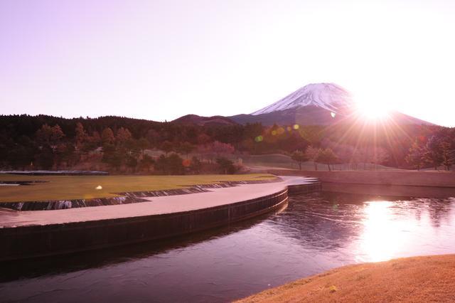 画像: 富士山から昇る太陽。ただただ、美しい