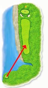 画像: フェアウェイ手前にハザードがあり、ベストな方向への狙い方が求められる