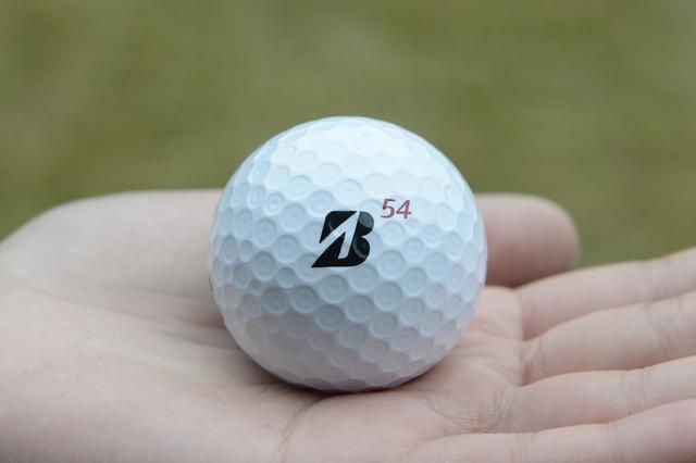 画像: Bマークの右上に54の番号。一目でわかる宮里藍のボールだ